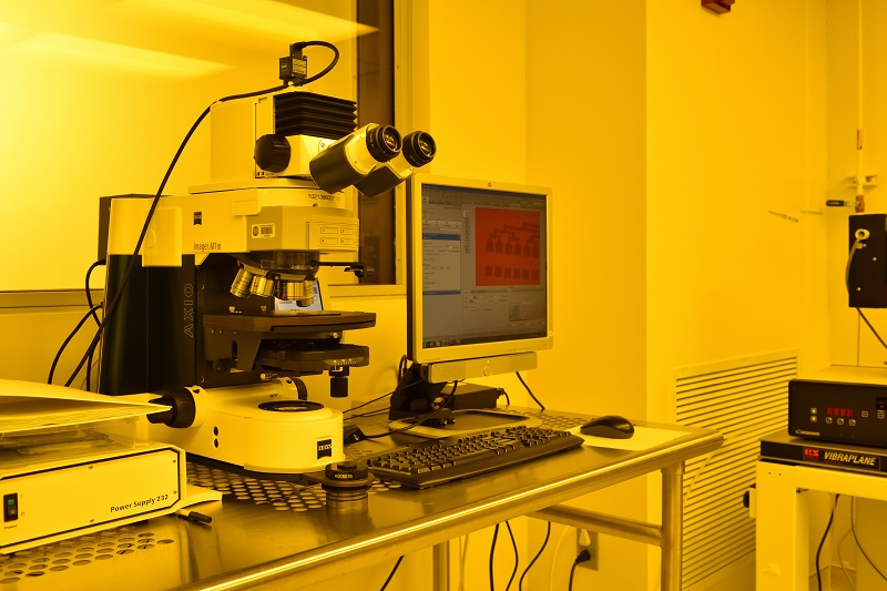 Photo of the Zeiss Optical Microscope