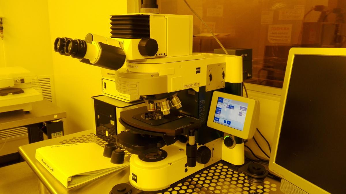 Photo of the Optical Microscope with Zeiss Software, in Cleanroom